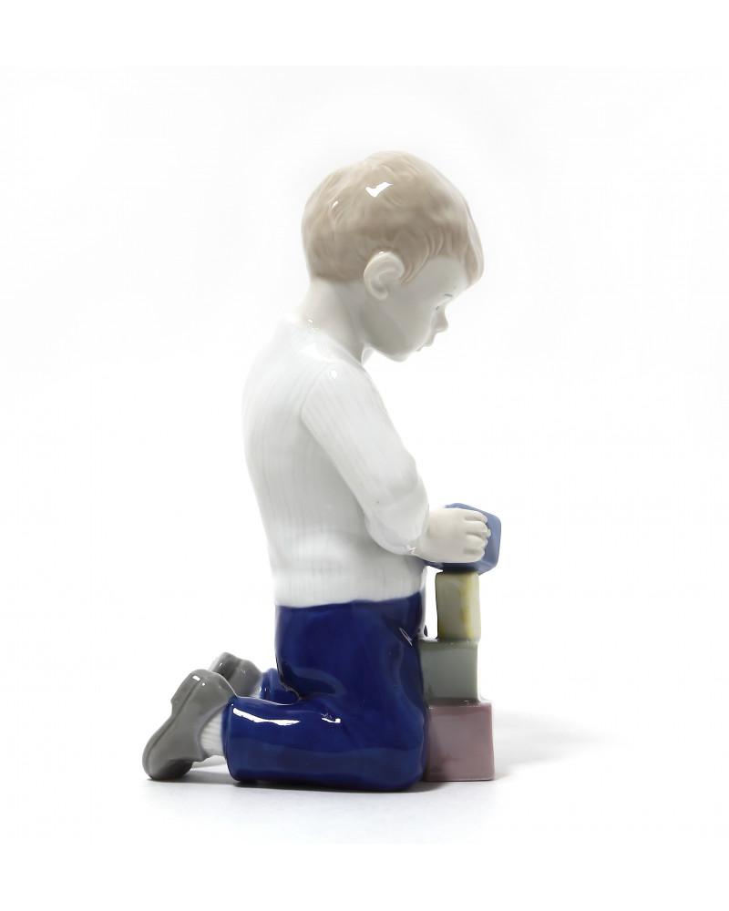 """Фарфоровая статуэтка """"Мальчик с кубиками"""""""